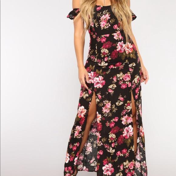 87e110b45f3 Fashion Nova Dresses   Skirts - Plan a Trip Floral Dress Fashionnova